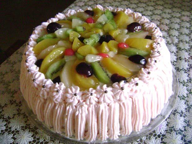 Нежный бисквит, легкое желе и яркие фрукты торт обязательно понравится всем без исключения.