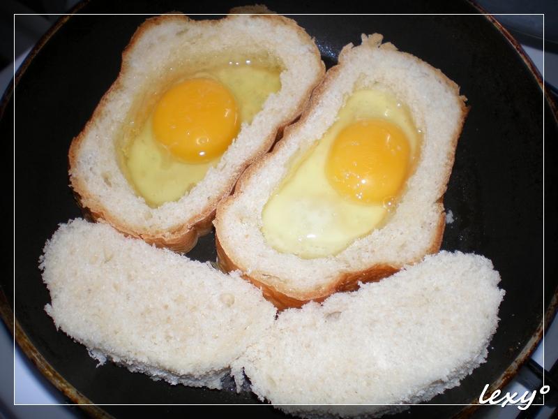 Яичница в батоне рецепт фото