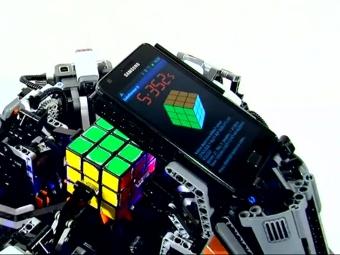 Лего-робот побил рекорд человека по сборке кубика Рубика