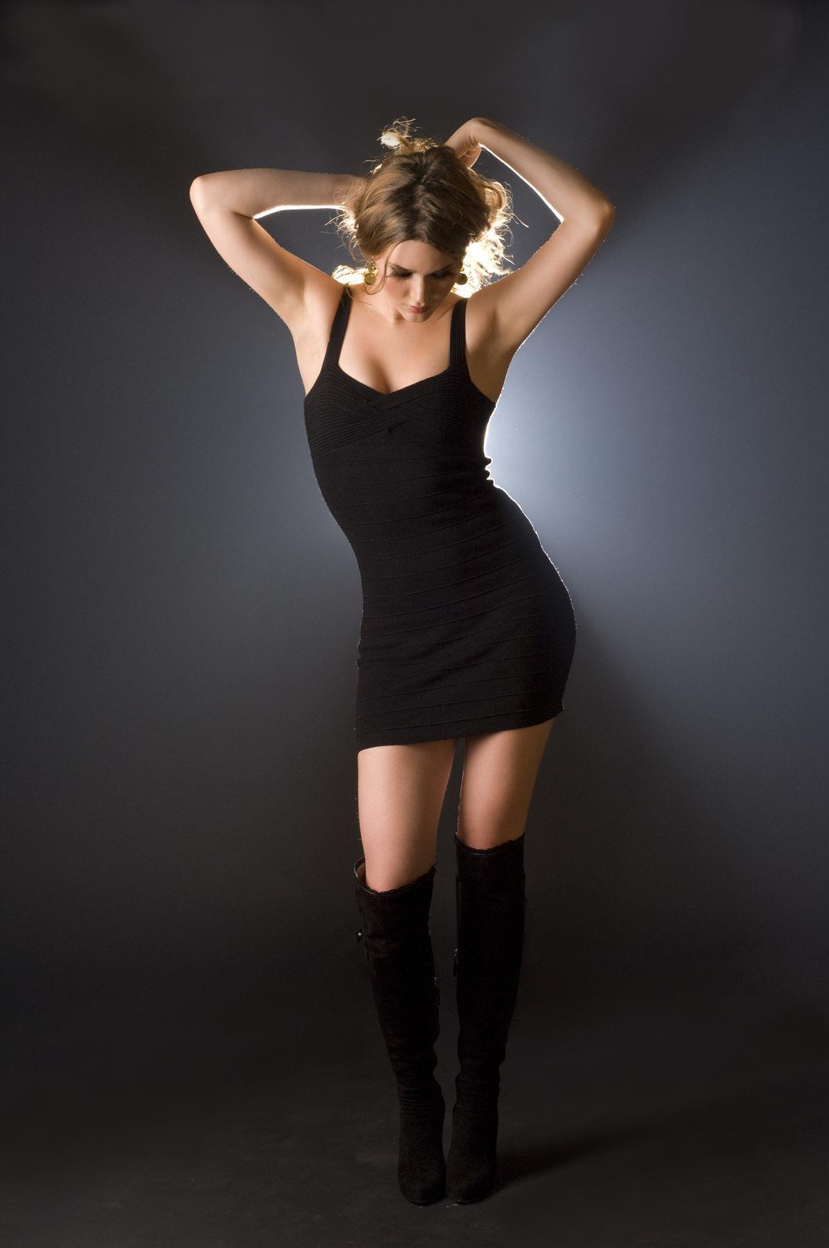 Девушка В Коротком Черном Платье Фото
