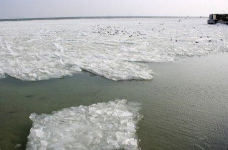 Черное море какбы замерзло
