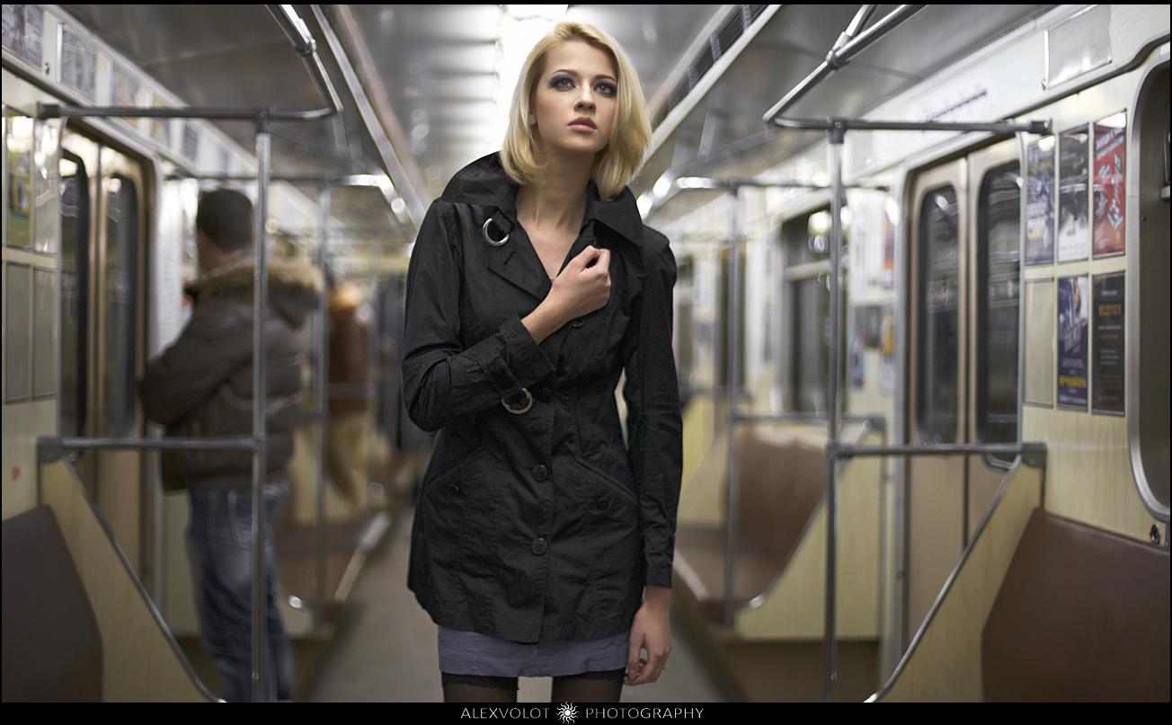 Эротика в метро онлайн 10 фотография