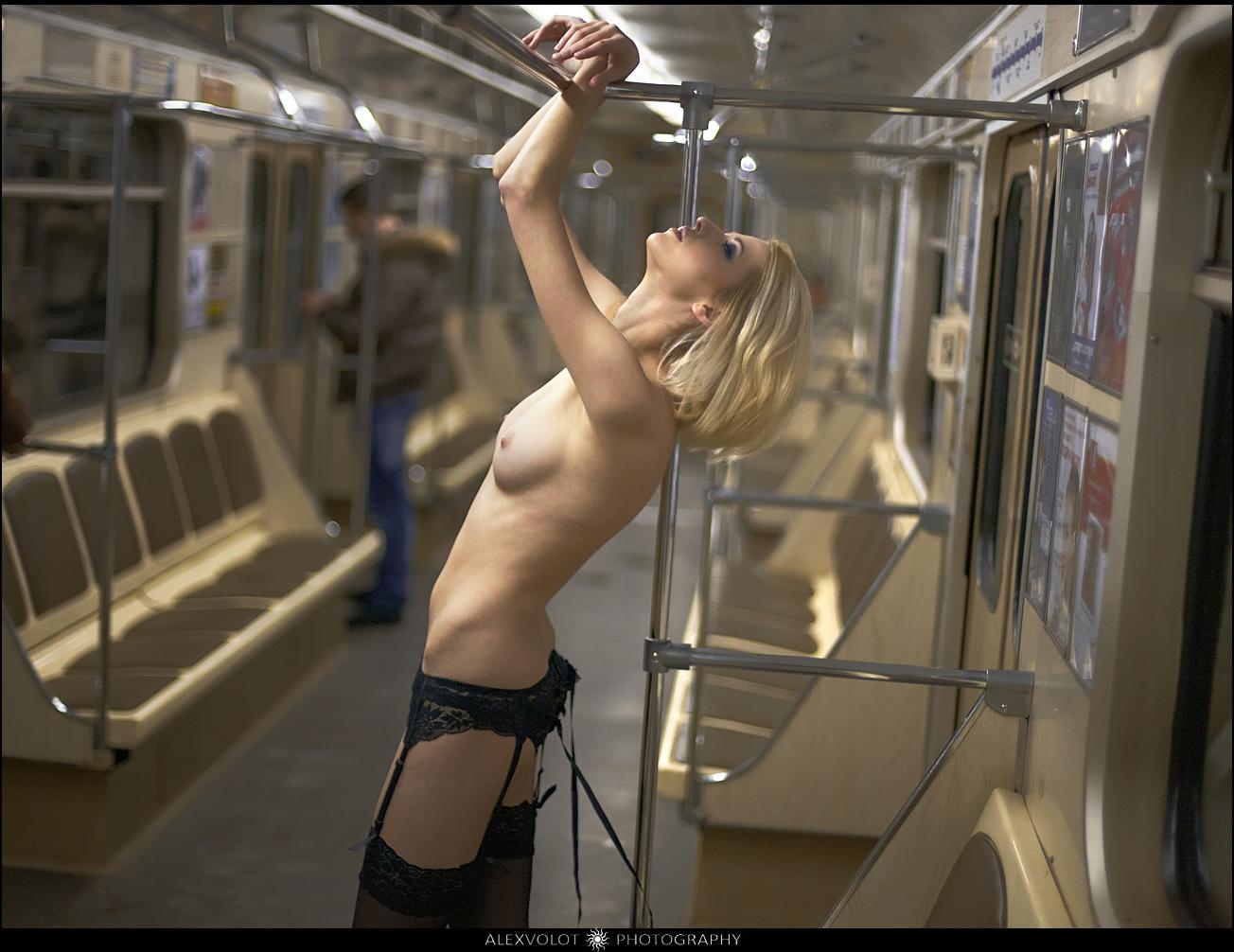 Эротика в метро онлайн 13 фотография
