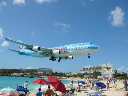 низколетящие самолеты - островной аэропорт