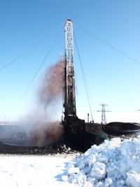 На скважине № 11 Варкнавская на месторождении имени Романа Требса 20 апреля произошёл выброс газонефтяной смеси