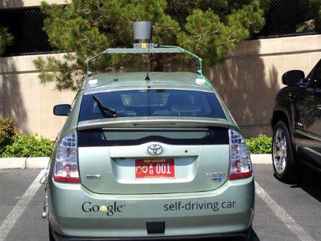 Автомобили-роботы получили водительские права
