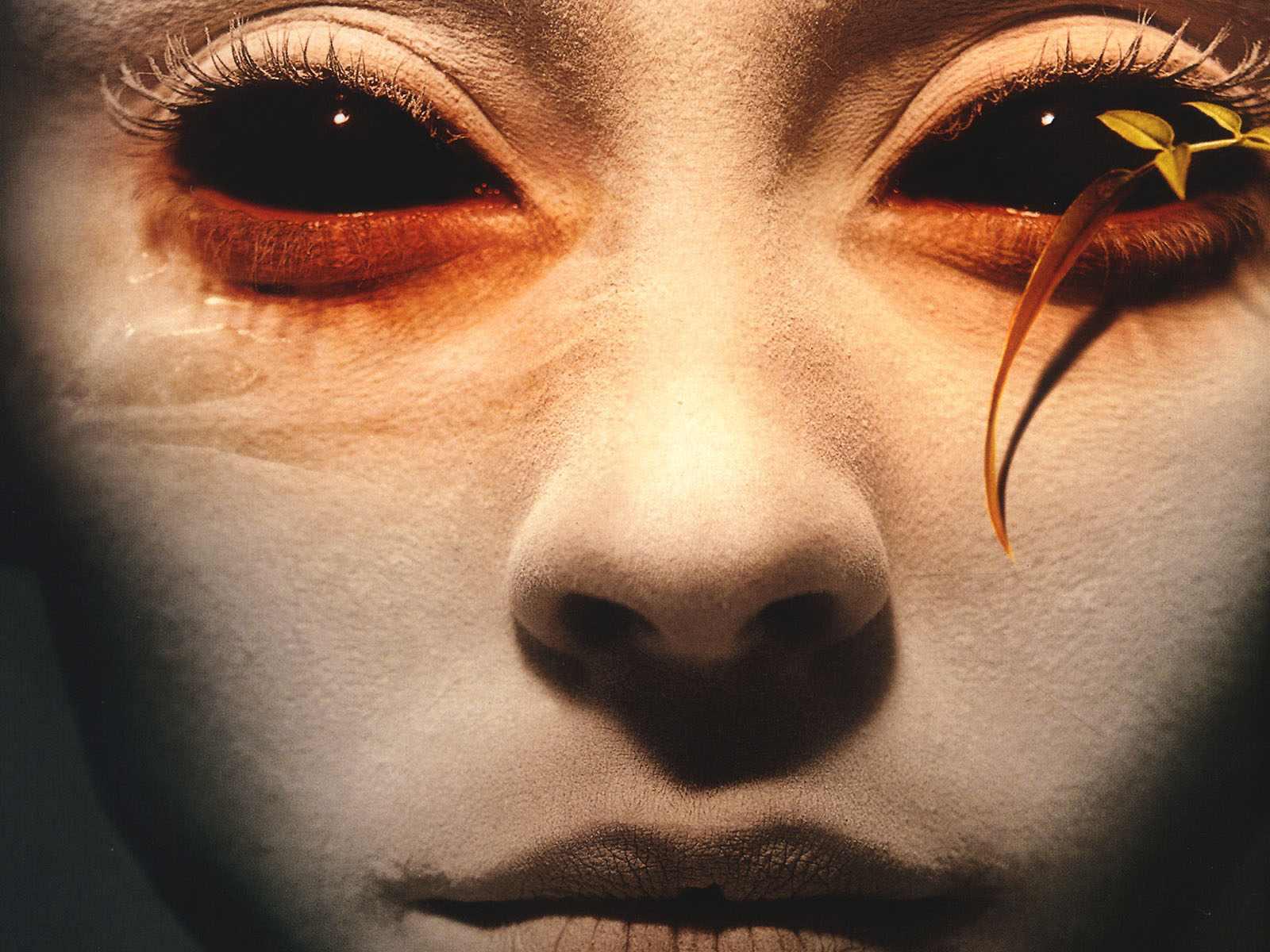 Как сделать черные глаза в реальной жизни