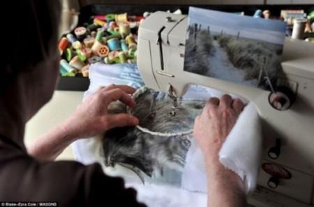 Она вышивает... фотографии!