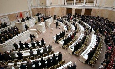 Парламент Петербурга дополнил проект о запрете «топота котов» по ночам «громкими стонами»