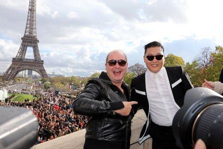 Автор «Gangnam Style» устроил флешмоб в Париже