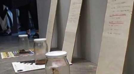 С эстонской выставки украли банку фекалий