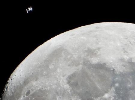 Вода на лунные базы будет падать с неба