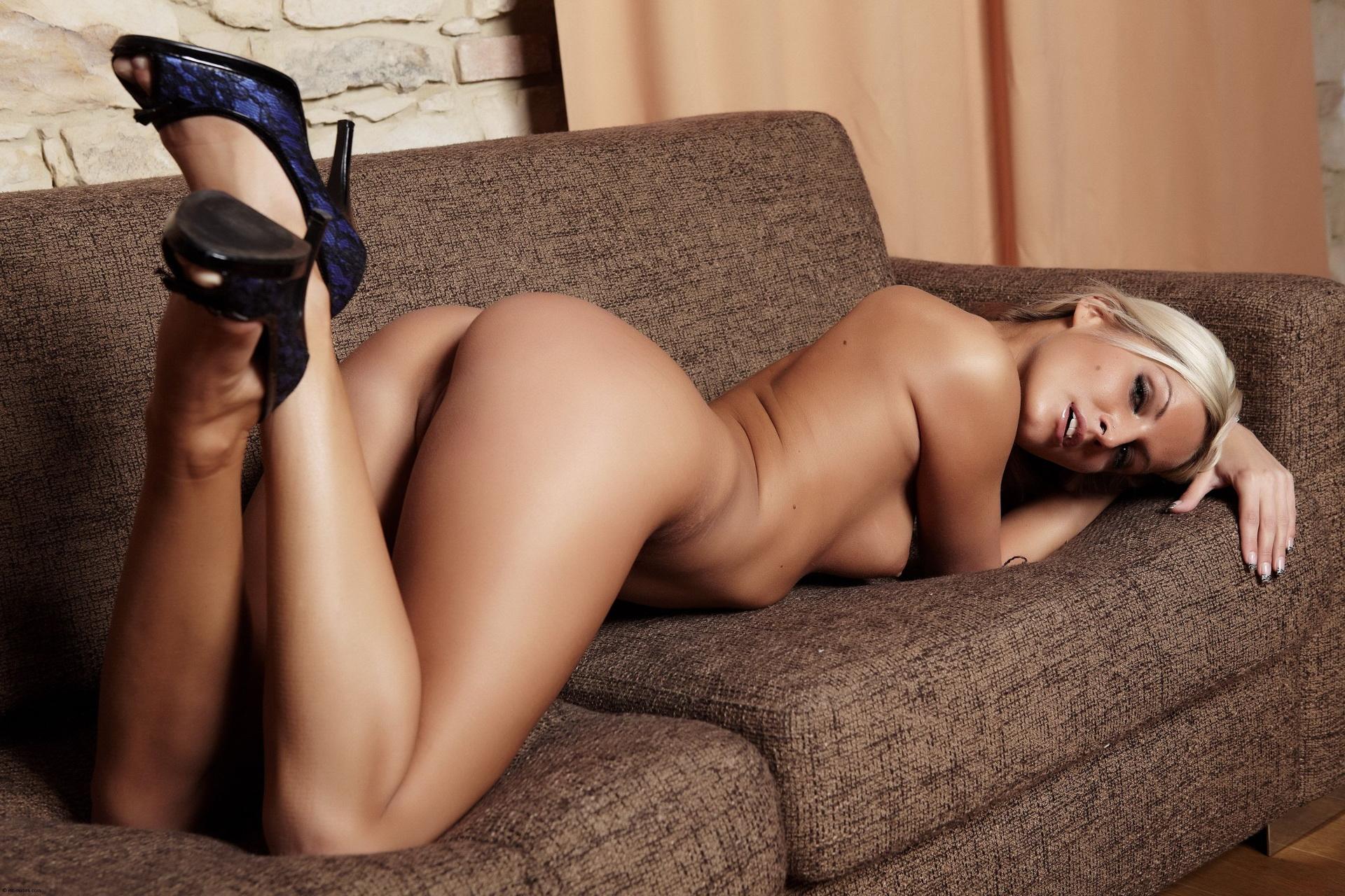 голая женщина секси бейба менять парней