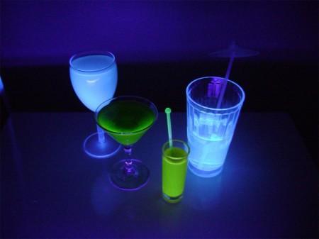 Светящиеся напитки из бара TRON