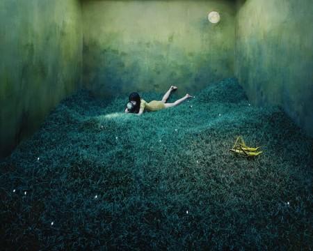 Джи Юн Ли: автопортреты в интерьере