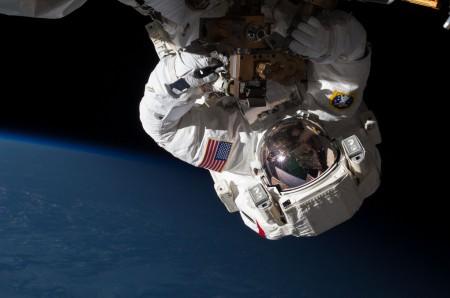 Gravity: реальный фотосет от NASA, в стиле одноименного фильма