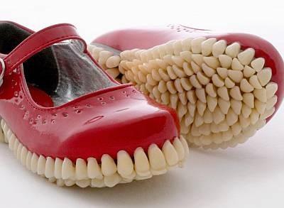 Обувь с зубами