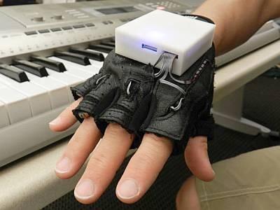 Обучающая перчатка