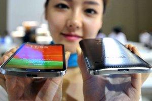 Samsung запатентовал изогнутый смартфон и часы с круглым экраном
