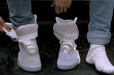 Самозашнуровывающиеся кроссовки
