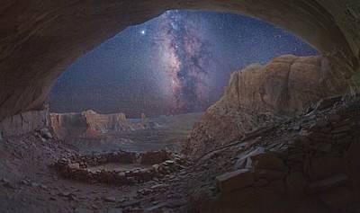Под поверхностью Луны могут существовать огромные пещеры