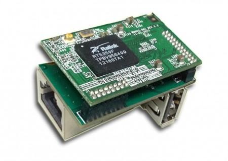 Крошечный ПК помещается на верхушке Ethernet-порта