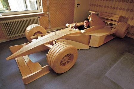 Michael Arndt со своим спичечным болидом F1