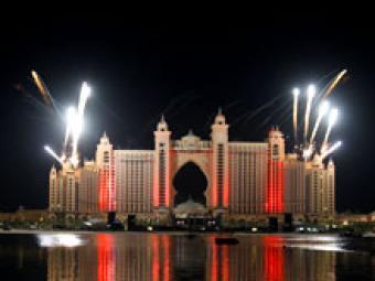 Рождение нового острова в Дубаи отметили фейерверком