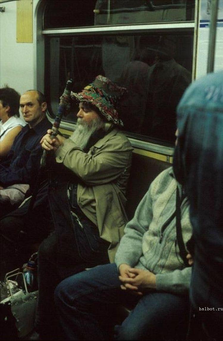 Трахнули азиатку в метро 11 фотография