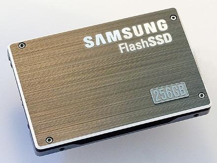 Samsung удвоил емкость и скорость SSD-накопителя