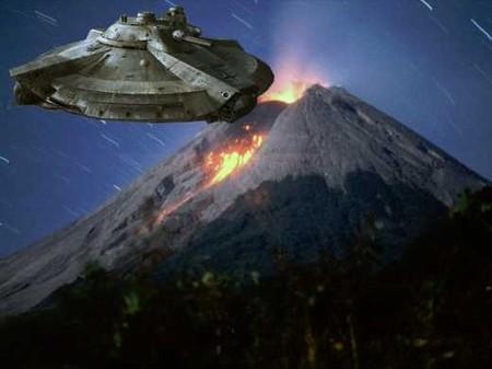 Засняли НЛО, влетающий в вулкан Этна