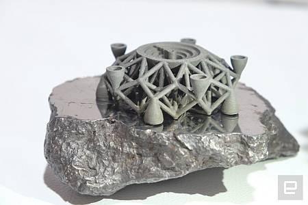 На 3D принтере распечатали первый в мире объект из металла внеземного происхождения