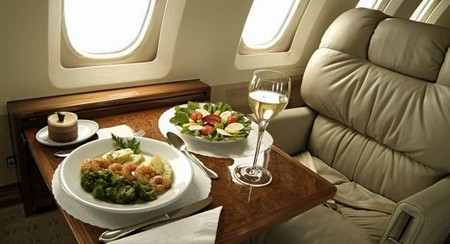 Чем кормят пассажиров различных авиакомпаний
