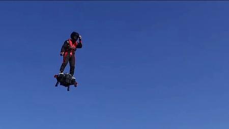 Реактивная летающая доска поднимет владельца на 3 километра
