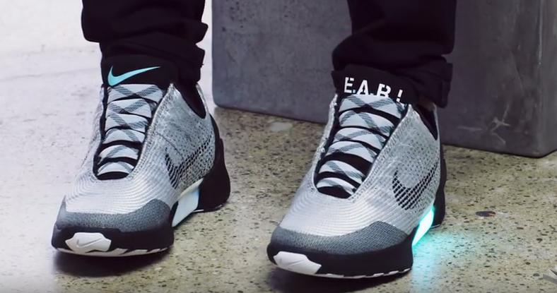 Компания Nike 28 ноября начнет продажи самозашнуровывающихся кроссовок  HyperAdapt 1.0 ab54e47a06b75