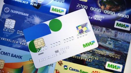 К 2018 году всех бюджетников переведут на платежную систему «Мир»