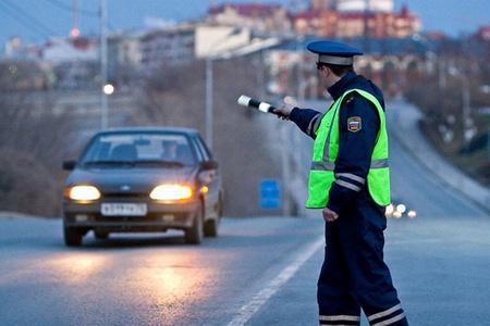 ГИБДД разрешили останавливать авто в любом месте на дороге