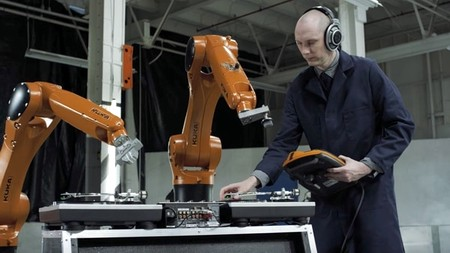 AUTOMATICA 4k - Robots Vs. Music